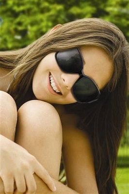 tween in sunglasses